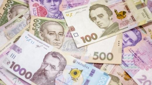 Долар знову коштує більше 27 гривень