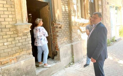 Після розголосу зупинили роботи на фасаді будинку в історичній частині Ужгорода