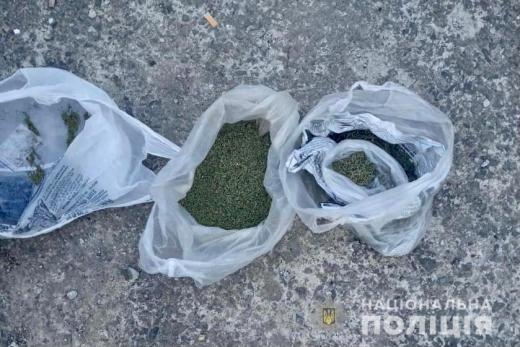 На Мукачівщині поліцейські вчергове припинили злочинну діяльність наркозловмисника