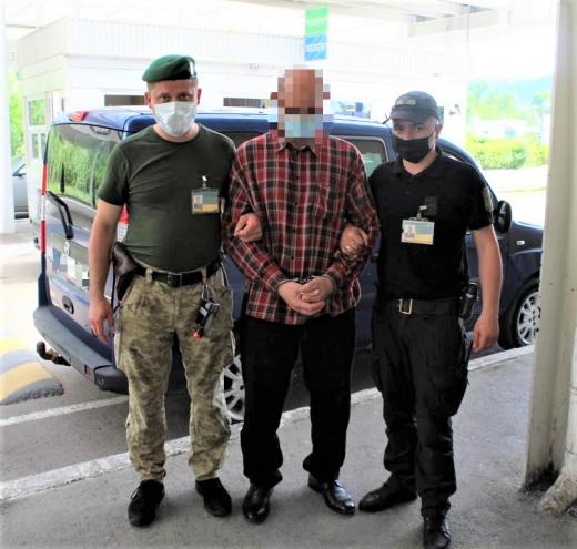 Закарпатські прикордонники затримали злочинця, якого розшукував Інтерпол