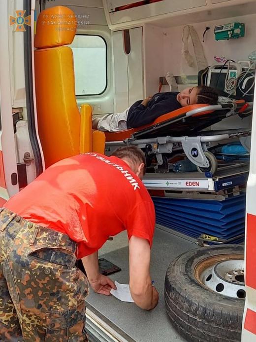 Під час туристичної мандрівки травмувалася 17-річна дівчина