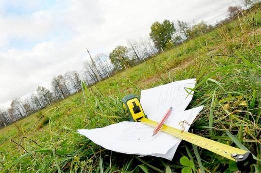 Незаконно приватизовану земельну ділянку в Ужгороді повернули громаді