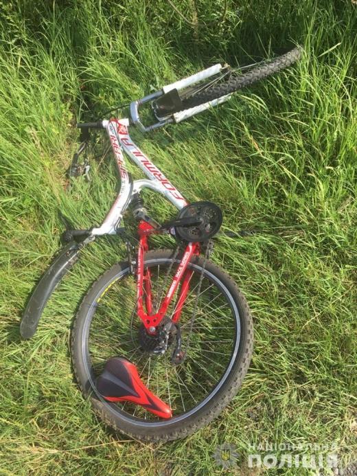 На трасі Київ-Чоп збили неповнолітню велосипедистку
