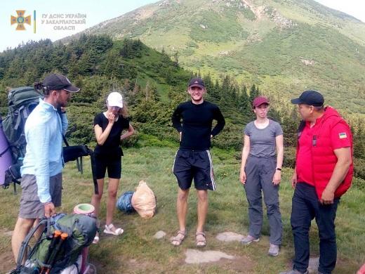 Рахівські гірські рятувальники надали допомогу туристу з Києва