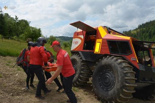На Закарпатті рятувальники провели масштабні тактико-спеціальні навчання із залученням авіації