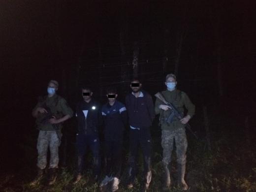 Поблизу Ужгорода затримали групу нелегалів із Індії