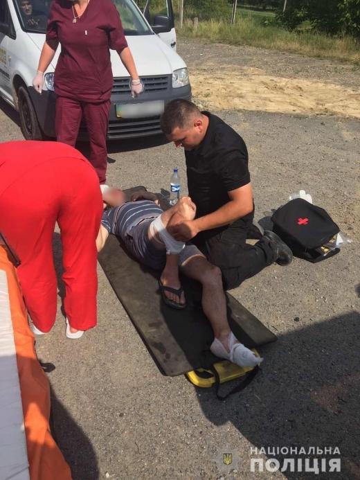 На Закарпатті рятували напівпритомного водія, який потрапив у ДТП