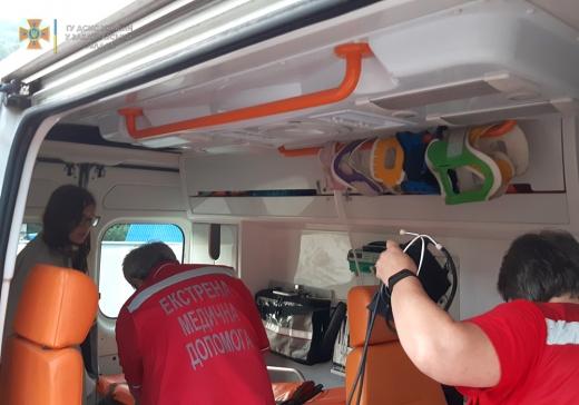 Рятувальники надали допомогу туристці, яка імовірно отруїлася в горах