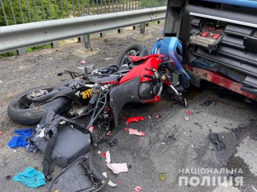 Смертельна аварія на Мукачівщині: не розминулися вантажівка та мотоцикл