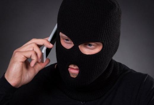 Закарпатець телефонував із виправної колонії та вимагав кошти: деталі