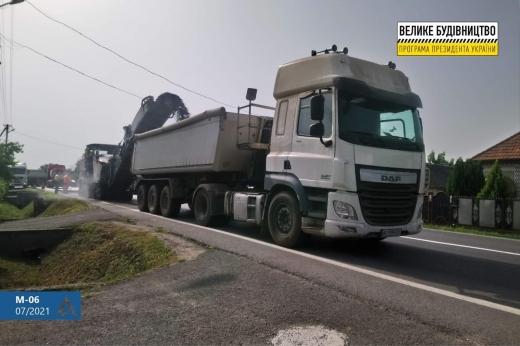 На Мукачівщині ліквідовують деформації та руйнування дороги