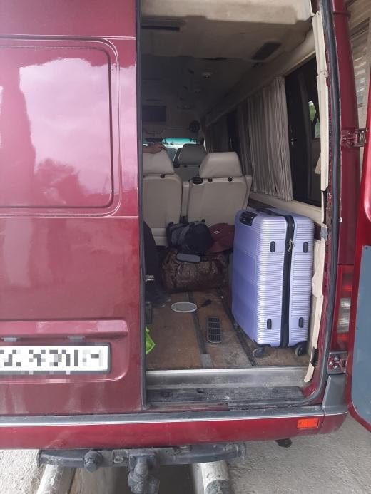 Через приховані сигарети в українця вилучили мікроавтобус