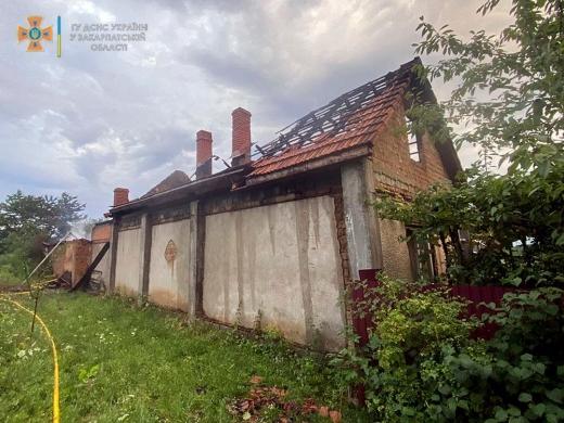 На Мукачівщині сталася пожежа на території приватного господарства