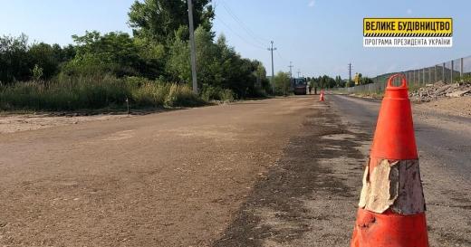 На Берегівщині ремонтують дорогу міжнародного значення