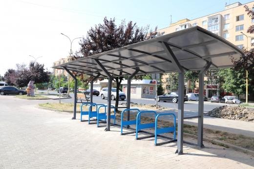 В Ужгороді встановили криті велопарковки