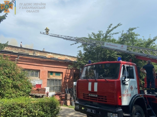 В Ужгороді горять складські приміщення: всі подробиці