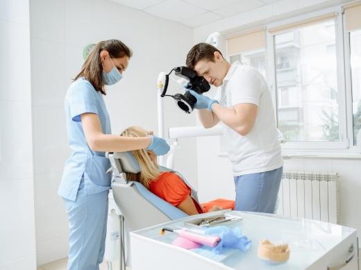 Подарунок для кожного ужгородця: безкоштовно перевірте стан своїх зубів