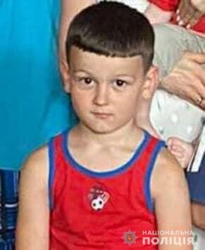 Поліція оприлюднила фото і прикмети хлопчика, який заблукав у Карпатах