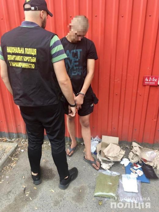 У раніше судимого ужгородця виявили наркотиків на майже 200 тисяч гривень