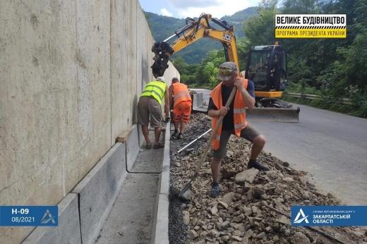 На Рахівщині завершують будівництво однієї з найдовших підпірних стінок в області
