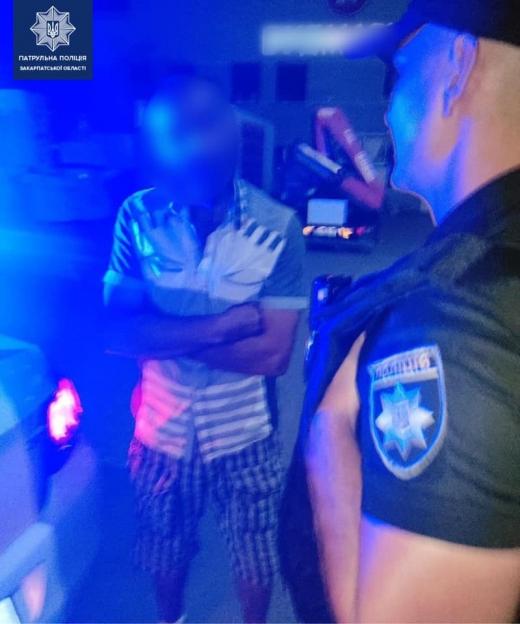 Мукачівські патрульні виявили нетверезого водія за кермом автівки
