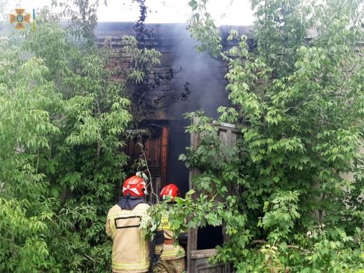 В Ужгороді горіли закинуті гаражі: подробиці
