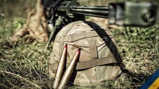 На Донбасі загинув український військовий: ще один – поранений