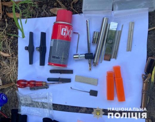 На Закарпатті поліцейські затримали угруповання серійних крадіїв