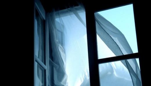В Ужгороді чоловік випав з вікна 7 поверху