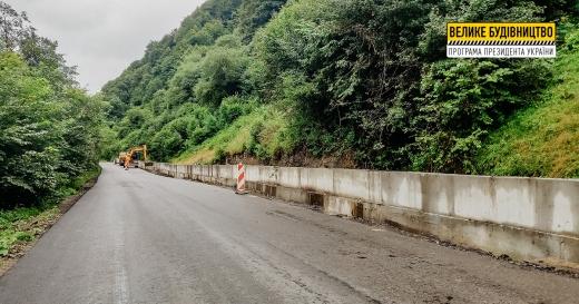 На Рахівщині будують одразу кілька підпірних стінок