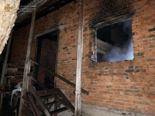 У Хустському районі на місці пожежі виявлено тіло чоловіка
