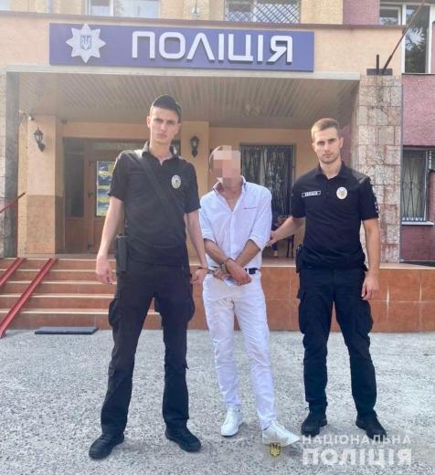 В Ужгороді чоловік викрав гроші з каси магазину