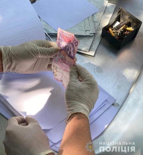 Взяли «на гарячому»: у Мукачеві затримали наркоторговця