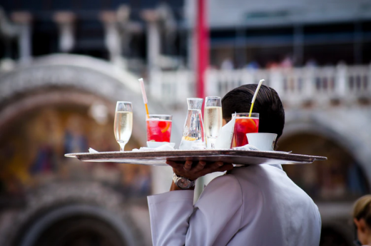 Як влаштуватися офіціантові, якщо немає досвіду?
