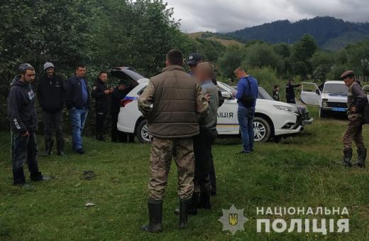 Поліцейські розшукали чоловіка, який загубився в селі поблизу Міжгір'я