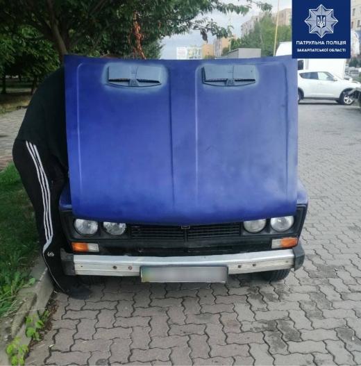 Обчистив автівку: в Ужгороді затримали крадія