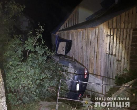Моторошна аварія на Тячівщині: водій збив дитину і врізався у будівлю