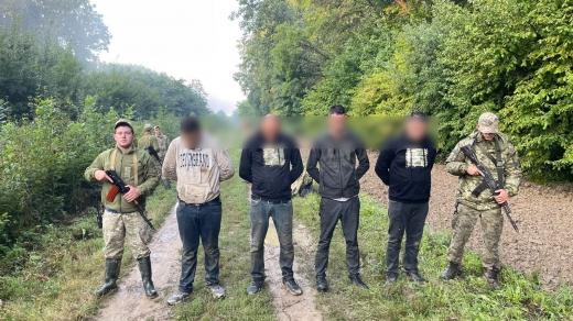 На кордоні з Угорщиною затримали групу нелегалів