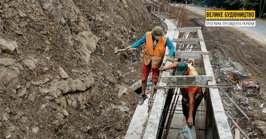 Будівництво підпірних стінок в урочищі Кузій на Рахівщині триває
