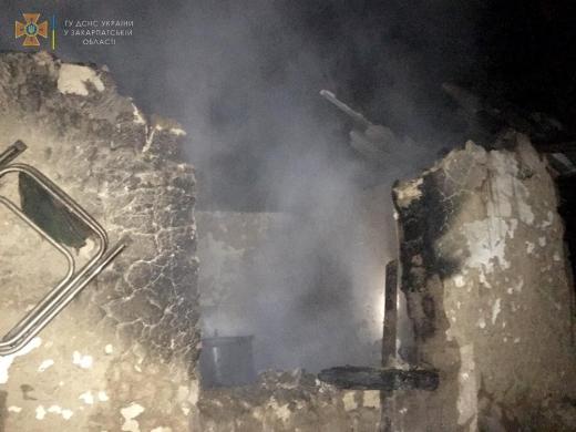 На Берегівщині горіла надвірна споруда