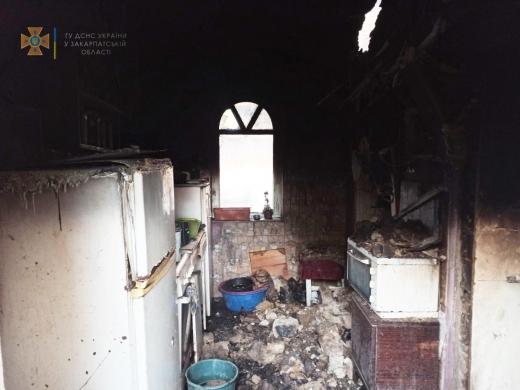Пожежа на Берегівщині: власника оселі довелось евакуювати
