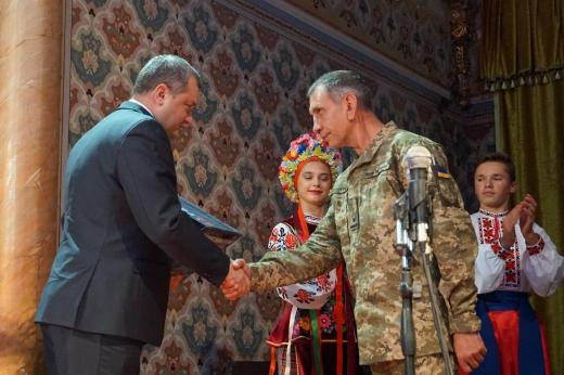 В Ужгороді відбулися урочистості з нагоди прийдешнього Дня захисника і захисниці України